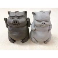 陶艺作品: 《俏皮猪》
